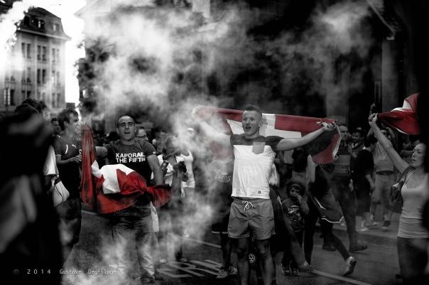 Fans de foot - Lausanne - Coupe du Monde 2014 - Après le match Suisse-Équateur, par Gustave Deghilage sur Flickr
